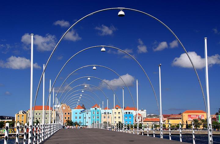 Cruise 041 Curacao Willemsatd Koningin Emmabrug